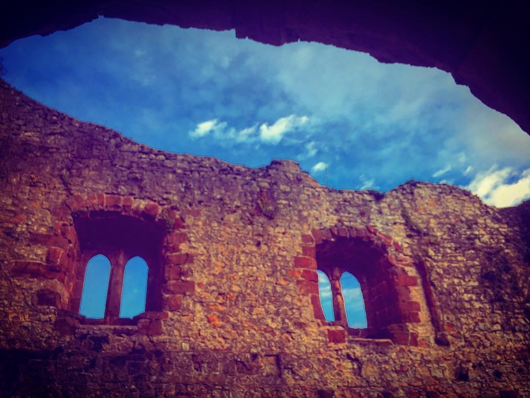Kleiner Ausflug mit den Jungs ⚔️ . . #familytime #medieval #burg #castle #kids #parenthood #burglandeck #schwarzwald #ruine #boys #adventure #abenteuer #abenteuerleben #ritter #knights #mittelalter